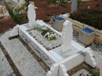 batu_nisan_perempuan_kubur_islam.jpg k