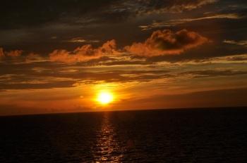 Pemandangan Matahari Terbit Di Laut